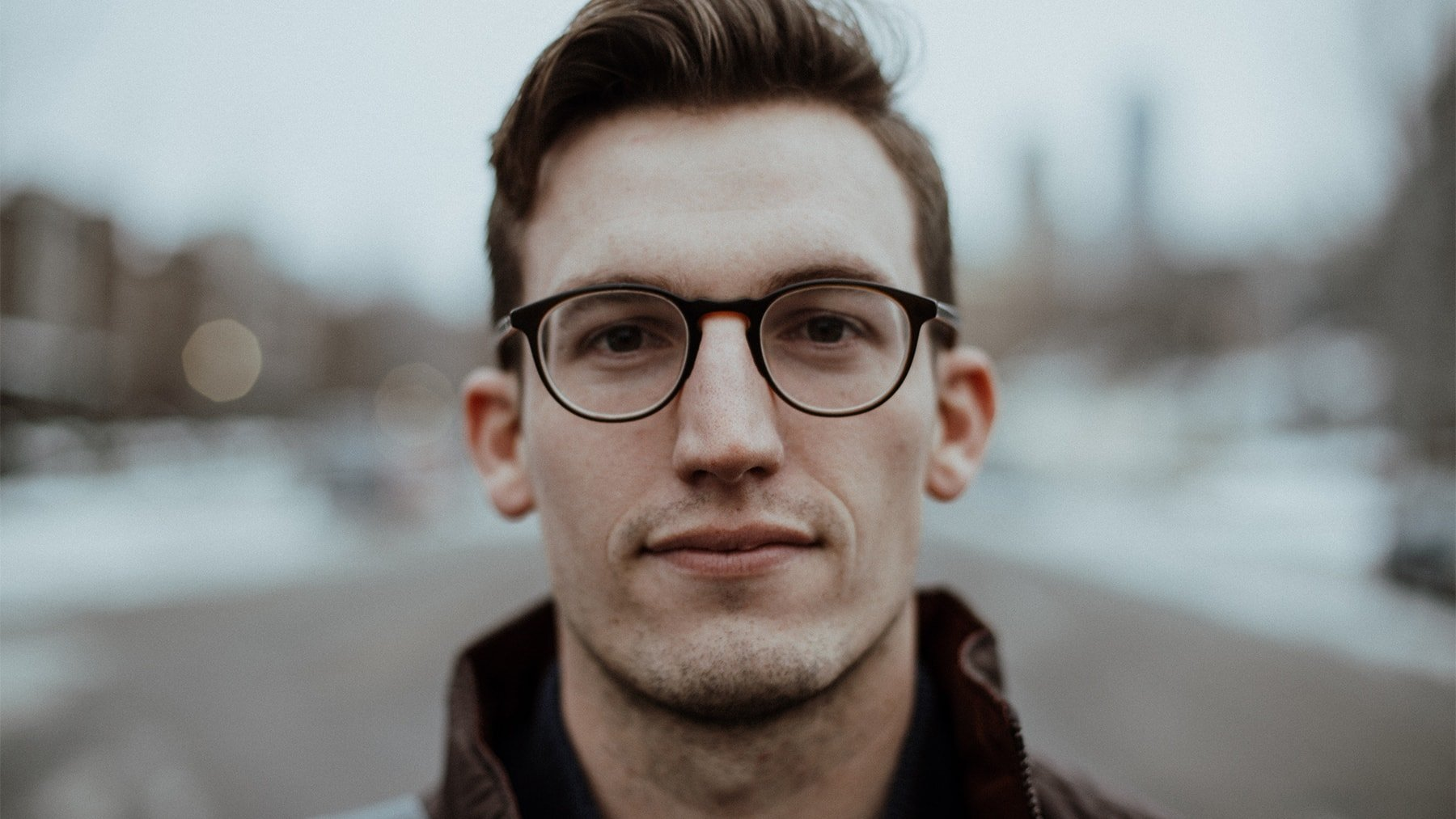 Boxen mit einer Brille